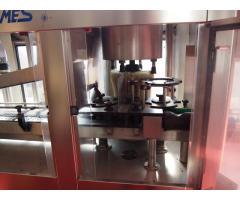 Flaschenwaschmaschine mit Trockentunnel