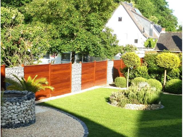 Gartenarbeit und moderne Landschaftsgestaltung